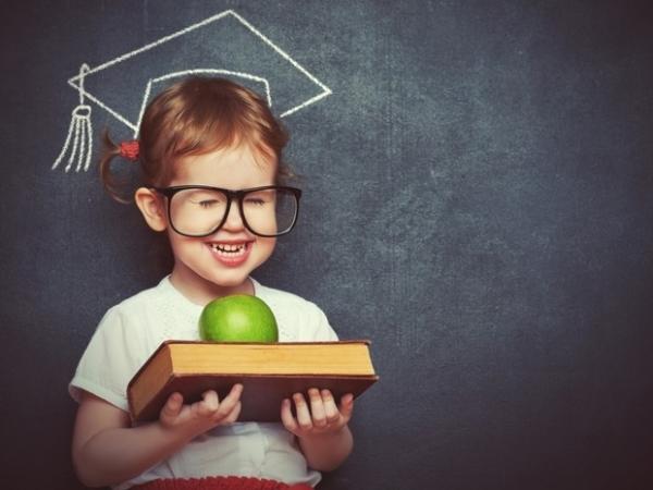 Imagem retirada de https://revistacrescer.globo.com/Criancas/Escola/noticia/2018/07/educacao-e-mais-determinante-do-que-renda-para-qualidade-de-vida-diz-estudo.html